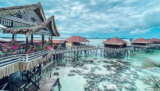 Stay right above the sea in Semporna (Sabah) and swim with fish among corals in the Maldives of Malaysia! – Lato Lato Resort