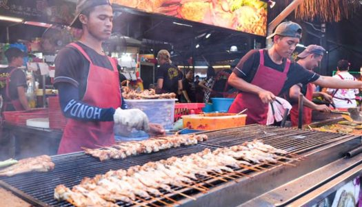 BIG CRAB street food: Penang food court with over 70 varieties of food where you can enjoy fresh seafood and local dishes