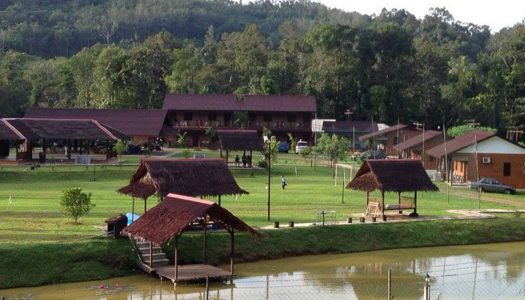 Huda's Haven Retreat: Family-friendly riverside nature villas in Selangor with private pool, jacuzzi and more!